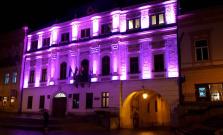 Prešovské dominanty sa 17. novembra zahalia do purpurovej farby