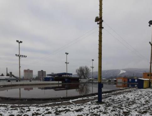 V Stropkove začala rekonštrukcia zimného štadióna