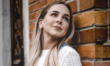 VIDEO | Slávka Tkáčová pretkala pandemický čas hudbou, s občianskym združením pomáha rodinám v núdzi