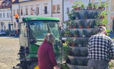 V Bardejove osadili fontánovité kvetináče, práce na výstavbe cyklolávky pokračujú