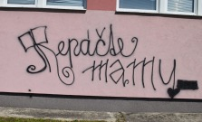 Samozvaný umelec poškodil fasádu budov jednej z bardejovských škôl